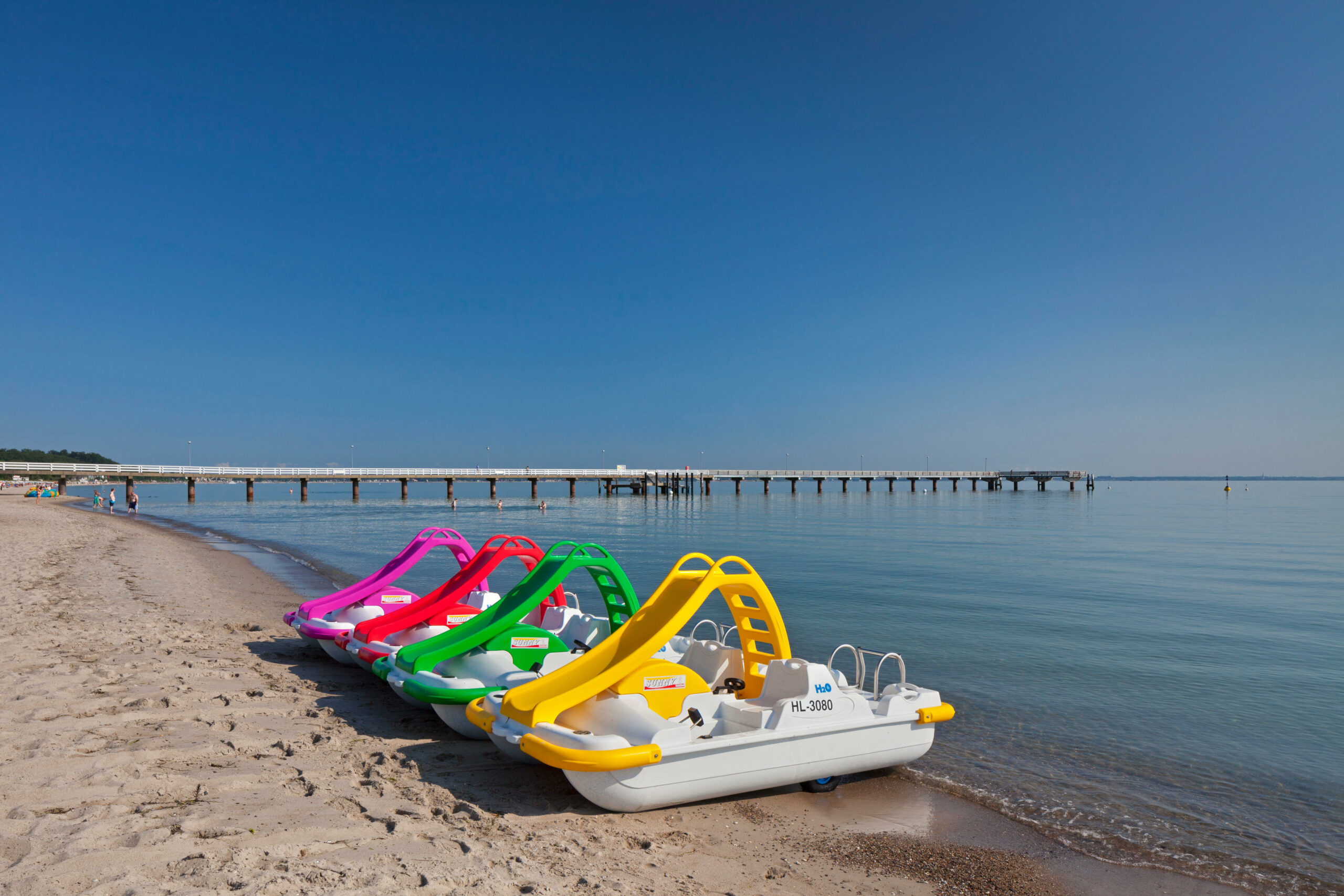 E4G5HC Pedal boats at Timmendorfer Strand / Timmendorf Beach along the Baltic Sea, Ostholstein, Schleswig-Holstein, Germany